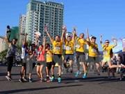 Miles de corredores compiten en el Maratón internacional de Da Nang