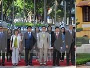 Izan bandera de ASEAN en Hanoi por aniversario de su fundación
