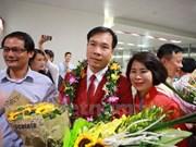 Hoang Xuan Vinh regresa a Vietnam como héroe
