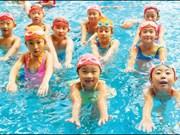 Fondo noruego financia cursos de natación para miles de niños vietnamitas