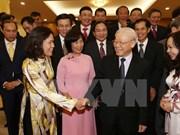 Líder partidista se reúne con jefes de misiones vietnamitas en el extranjero