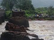 Colapso de puente deja tres muertos en Indonesia