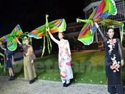 Brocado de Vietnam se presenta en capital de moda del mundo