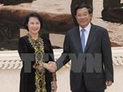 Presidenta de Parlamento de Vietnam propuso asistencia a coterráneos en Camboya