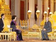 Presidenta de parlamento vietnamita se entrevista con rey camboyano