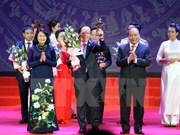 Premier de Vietnam llama a empresas nacionales alcanzar estándares mundiales