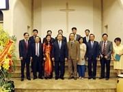 Autoridades de Hanoi felicitan a la comunidad de protestantes