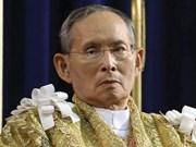 Ministro de Defensa de Vietnam rinde tributo al rey tailandés