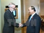 Premier vietnamita sostiene encuentro con director editorial de The Economist