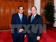 Premier vietnamita exhorta a Laos a facilitar actividades de empresas