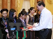 Presidente vietnamita se reúne con destacados estudiantes de minorías étnicas