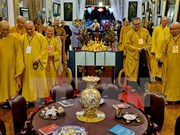 Seguidores budistas en Indonesia oran por la paz y el perdón