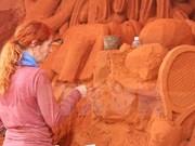 Primer parque de arena de Vietnam atrae a miles de visitantes
