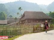 Casas con techo cubierto de paja en provincia norteña de Ha Giang
