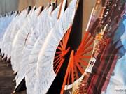 Abanicos de papel, una bella tradición de la aldea de Chang Son