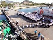 Soldados navales se dirigen hacia el archipiélago de Truong Sa