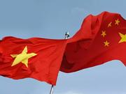 Dirigentes intercambian felicitaciones por aniversario de relaciones Vietnam-China