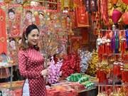 Calle de Hang Ma bulliciosa en vísperas del Año Nuevo Lunar