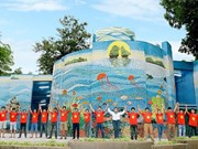 Casa de Espejo de Mosaico Cerámico de Hanoi