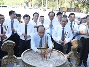 Primer ministro de Vietnam rinde homenaje póstumo a mártires del país