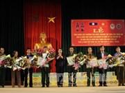 Conceden decoraciones de Laos a soldados voluntarios vietnamitas