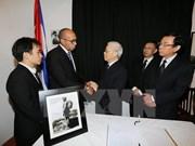 Máximos dirigentes de Vietnam rinden tributo a Fidel Castro