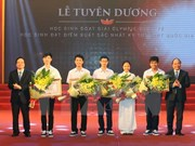 Premier elogia a estudiantes destacados en concursos nacionales e internacionales