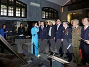 Rinden tributos a excombatientes encarcelados en Hoa Lo