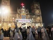 Líderes de provincia vietnamita felicitan a comunidad católica por Navidad