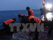 Regresan a tierra pescadores vietnamitas accidentados en el mar