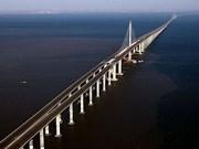 Finalizan en Vietnam instalación del puente sobre el mar más largo del Sudeste Asiát
