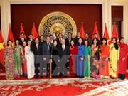Líder partidista vietnamita se reúne con compatriotas en China