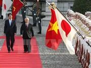 Visita de Shinzo Abe abre nueva perspectiva para nexos Vietnam-Japón