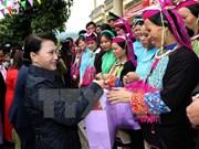 Presidenta del Parlamento entrega regalos a pobladores de provincia norteña