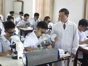 Fondo de Acompañantes en Singapur recauda becas para estudiantes vietnamitas