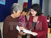 Vicepresidenta de Vietnam obsequia regalos a necesitados