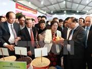 Premier vietnamita comprometido con promoción de productos agrícolas