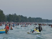Aumenta cantidad de turistas en playas de Camboya en Año Nuevo Lunar