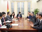 Viceprimer ministro de Vietnam recibe al presidente del periódico japonés