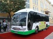 Despliegan proyecto piloto de autobús de energía solar en ciudad vietnamita