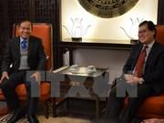 Diplomáticos vietnamitas y laosianos en Ginebra impulsan intercambio