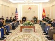 Alto oficial militar de Vietnam recibe a delegación del ejército estadounidense