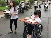 Expremier de Japón obsequia sillas de ruedas a víctimas de Agente Naranja