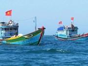 Pescadores vietnamitas rescatados en aguas de Tailandia regresan a casa