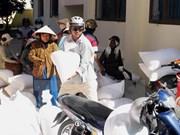 Otorgan arroz a alumnos pobres en zonas con dificultades de Dak Nong