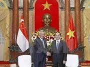 Presidente de Vietnam recibe al primer ministro singapurense Lee Hsien Loong