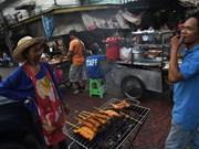 Eliminarán en Bangkok puestos de comida callejera