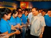 Premier vietnamita pide mayor atención a los trabajadores
