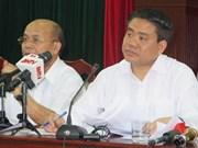 Presidente del Comité Popular de Hanoi dialoga con pobladores de Dong Tam