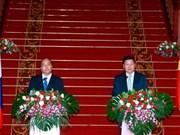 Vietnam y Laos acordaron dar máxima prioridad al fomento de nexos bilaterales